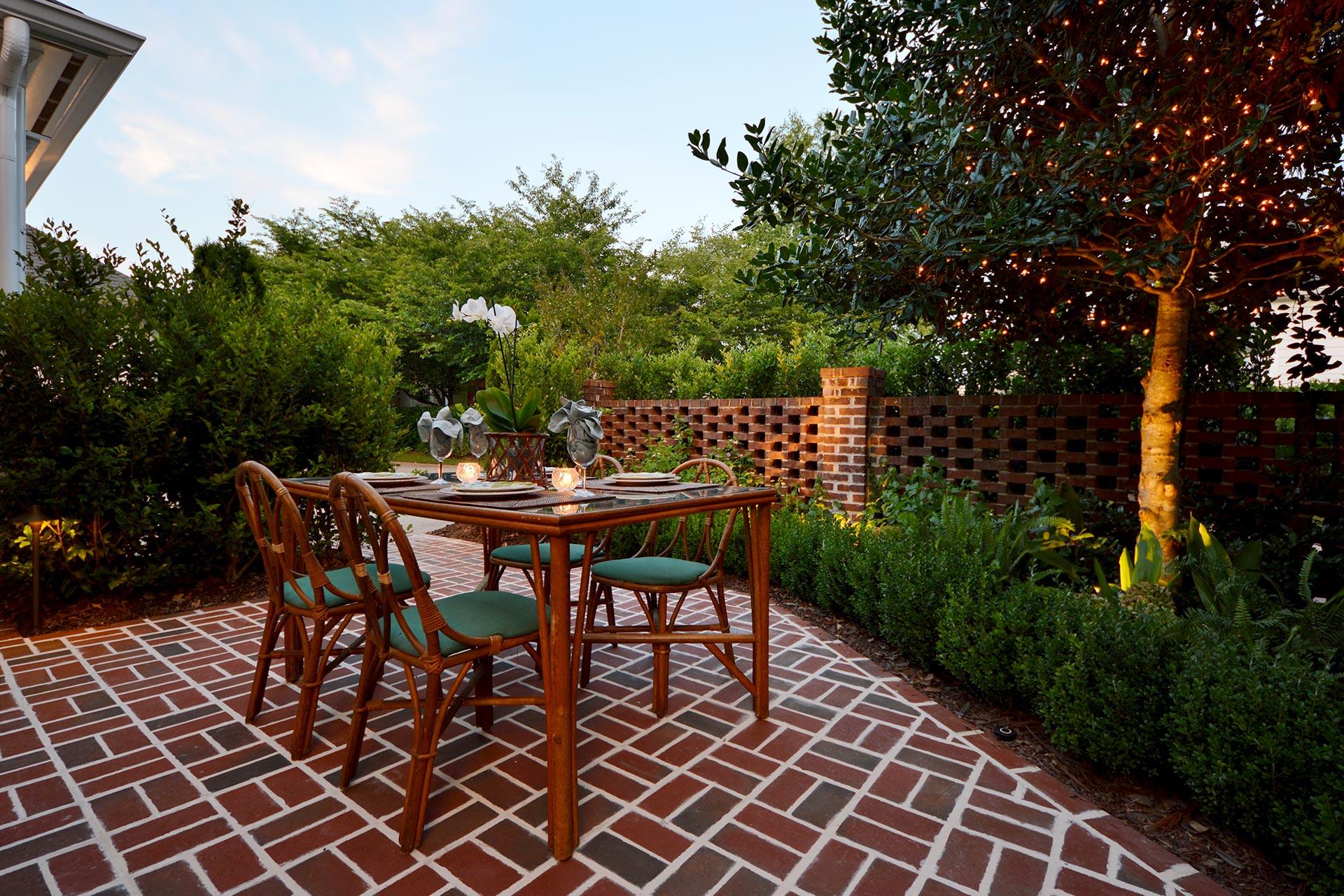 Outdoor Dining Paver Patio
