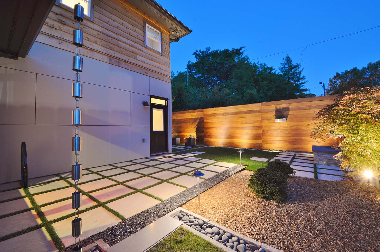 Modern Architecture: Sustainable Landscape Design Compliments Modern Architecture