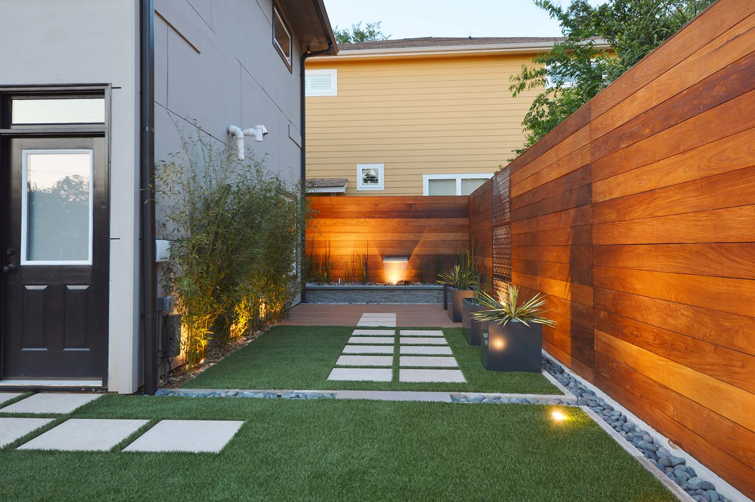 Home Design: Sustainable Landscape Design Compliments Modern Architecture