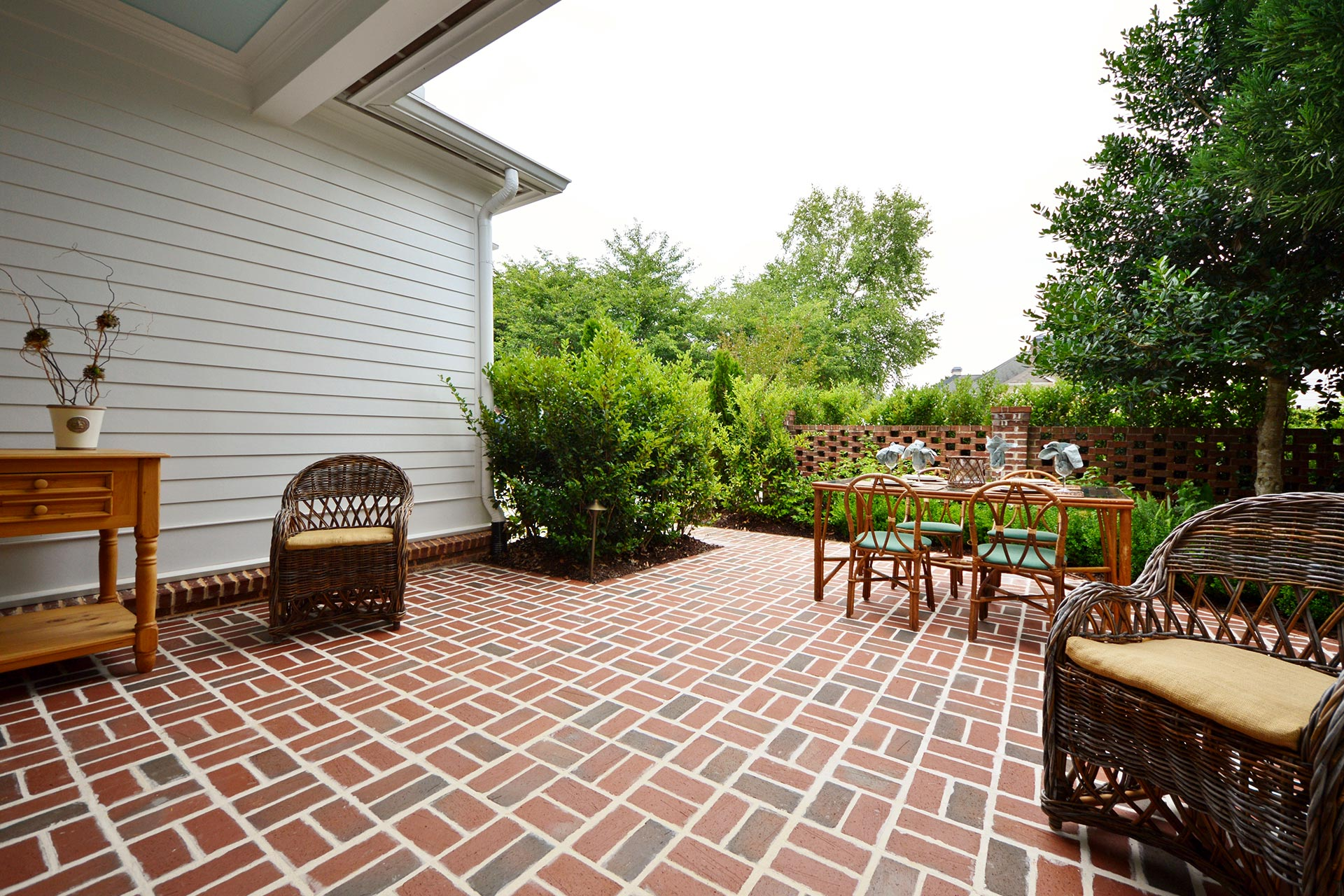 Outdoor Dining Paver Patio